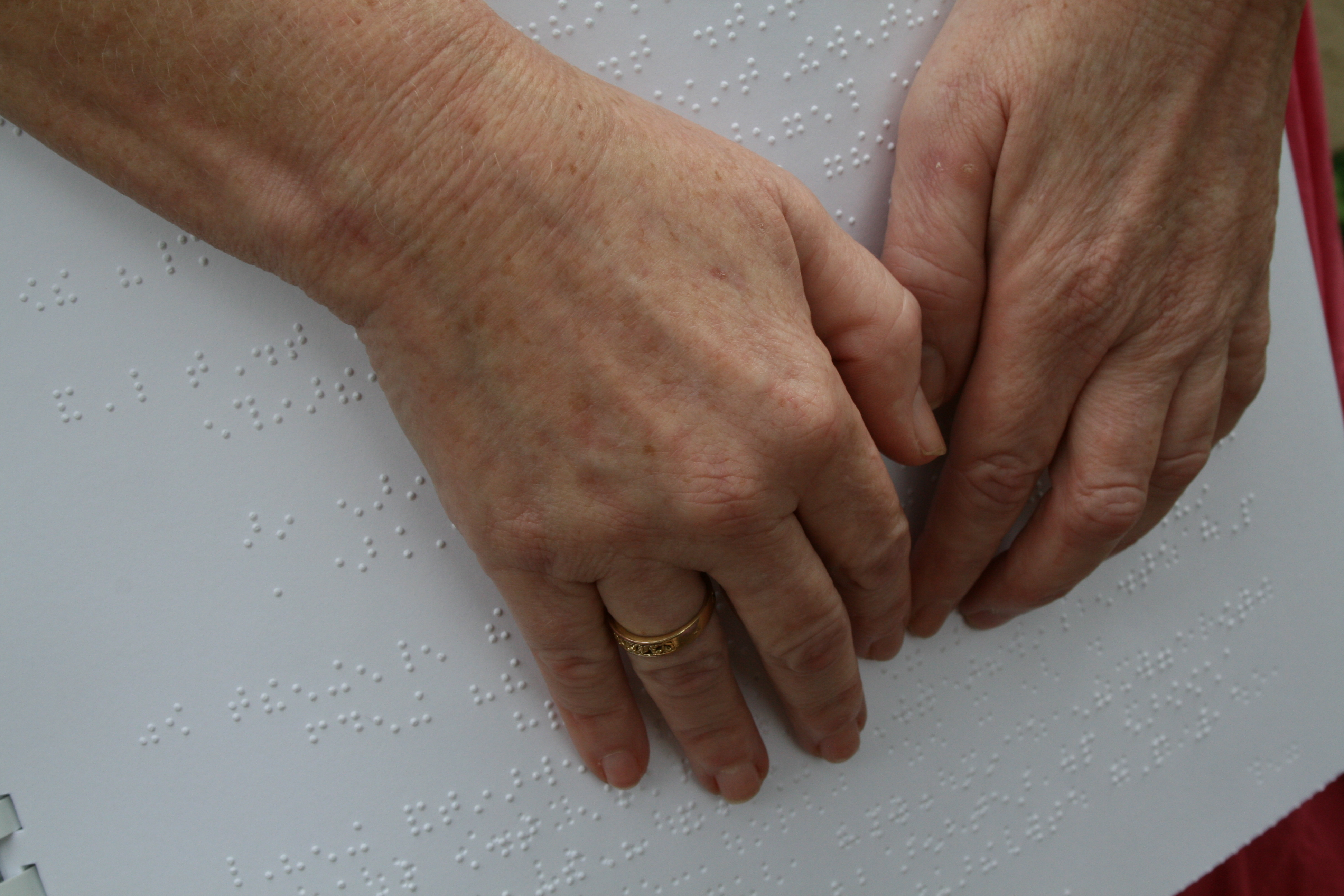 hands reading braille